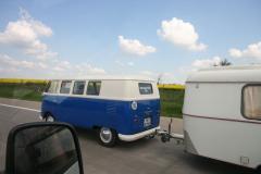 T1 mit Wohnwagen